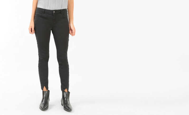 Skinny-Jeans in 7/8-Länge mit Triangel. Schwarz