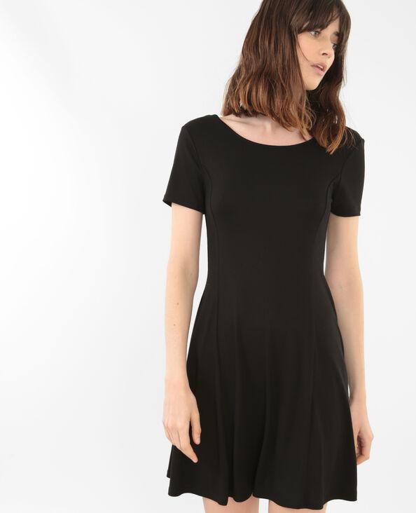 Vestido trapecio espalda con forma redonda negro