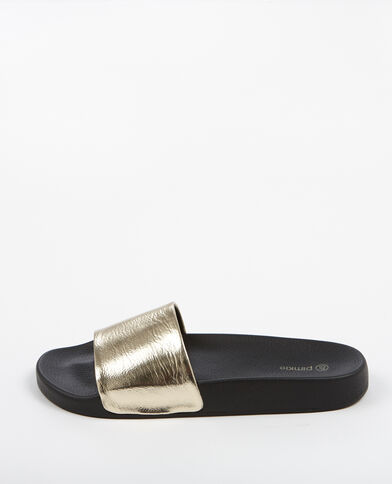 Sandalias planas con tira dorado