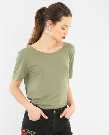 Camiseta cuello raw cut verde
