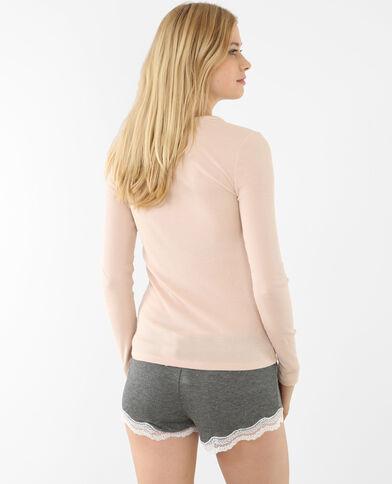 Camiseta con botones rosa maquillaje