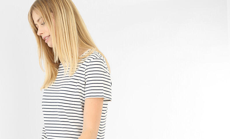 T-shirt con tasca bianco sporco