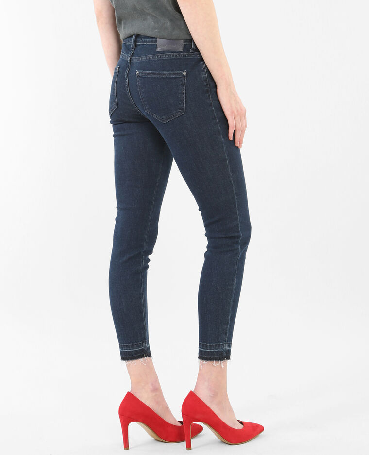 Jeans skinny tobilleros de talle alto y bajos descosidos azul
