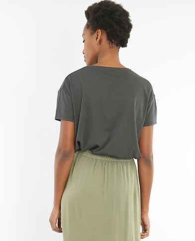 Camiseta con bordados gris carbón