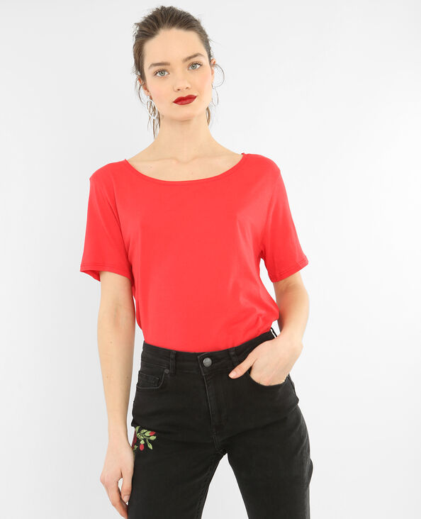 T-Shirt mit Raw-Cut-Kragen Rot