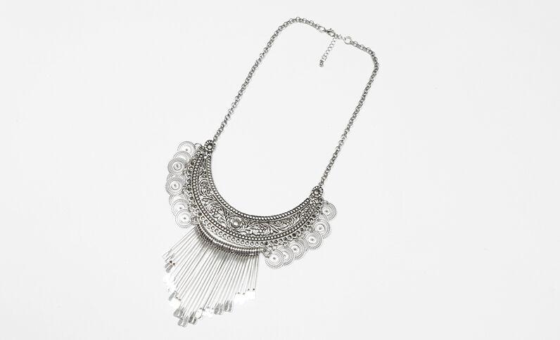 Plastron-Halskette in Halbmond-Form Silberig