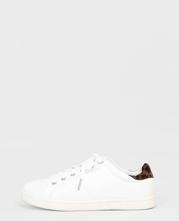 Scarpe da basket con fascia leopardata bianco
