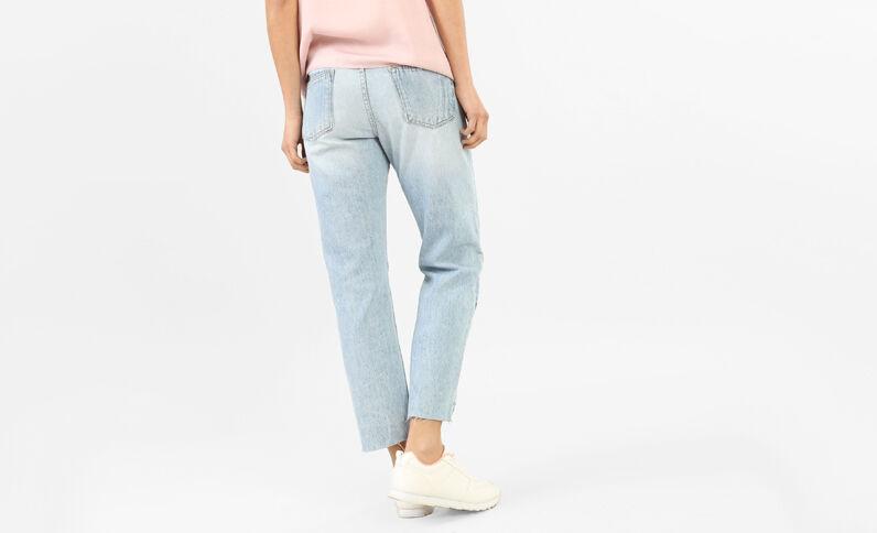 Jeans tobilleros con cortes azul