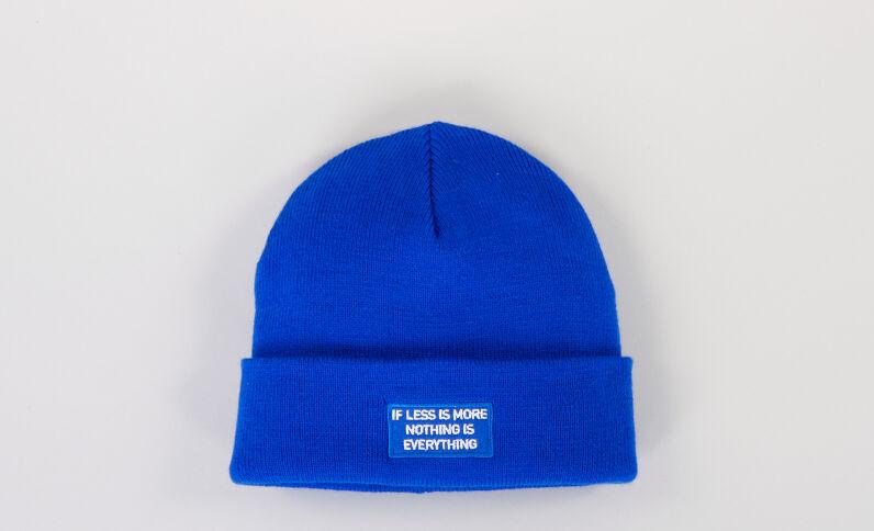Bonnet avec inscription bleu électrique