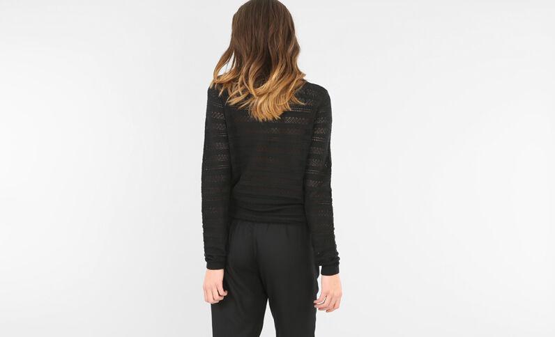 Leichter Pullover mit Ajour-Muster. Schwarz