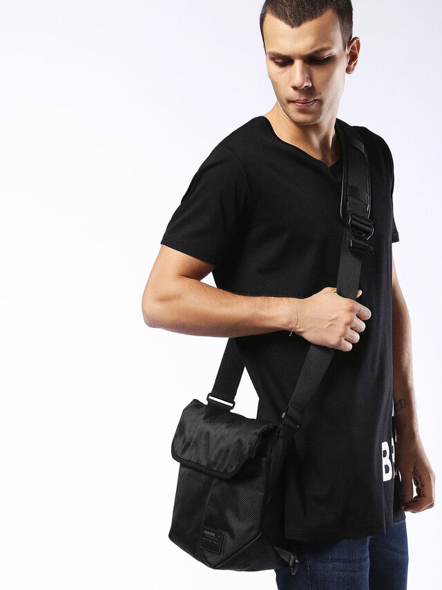 F-CLOSE MESSENGER, Black