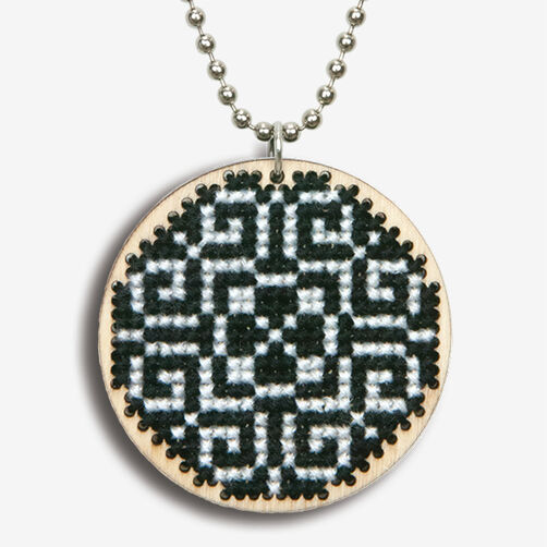 Black & White Pattern Finished Pendant, Counted Cross Stitch_72-74081
