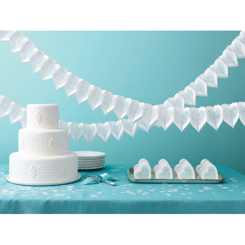 White Die-Cut Heart Garland_44-10001