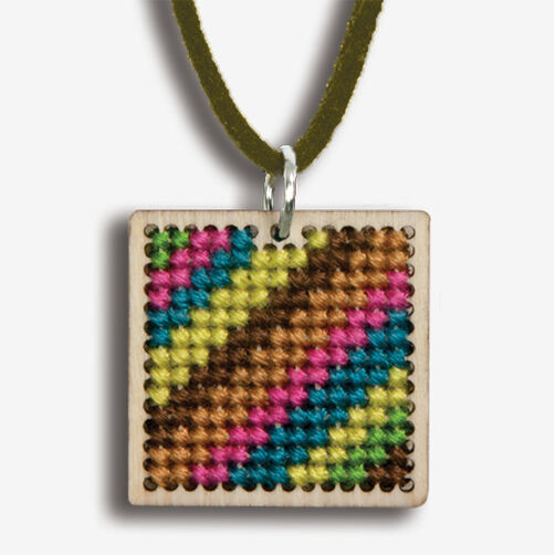 Small Pattern Finished Pendant, Counted Cross Stitch_72-74082