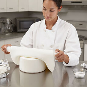 Wilton Classic White Ready-To-Use Rolled Fondant Maker?s Pack