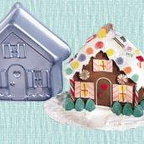 Holiday House Pan Set