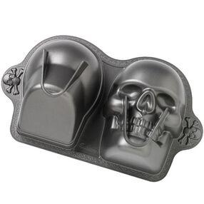 Dimensions® 3-D Skull Pan