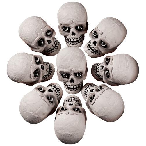 Spooky Mini Skull Cakes