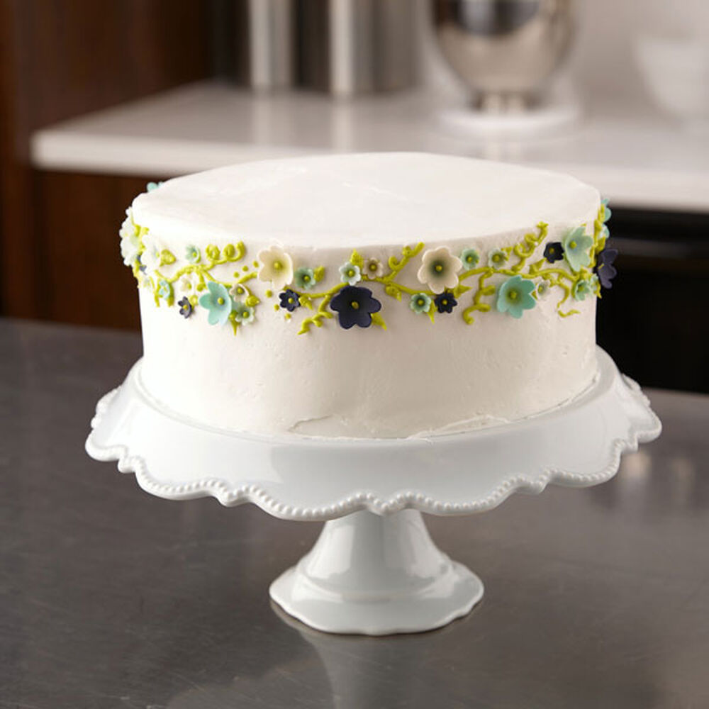 Cake Decorating How To Make Fondant : Party Cake With Fondant Flowers Wilton