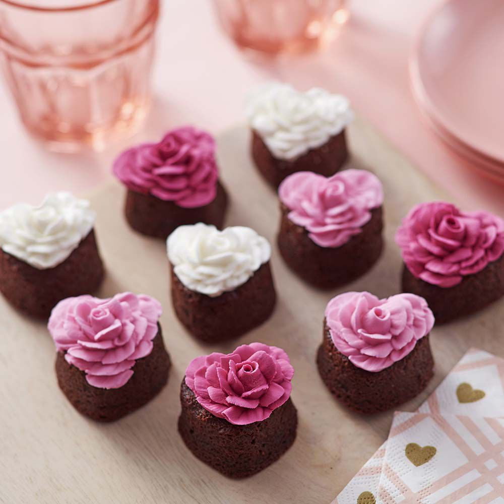 Everything S Coming Up Roses Brownies Wilton