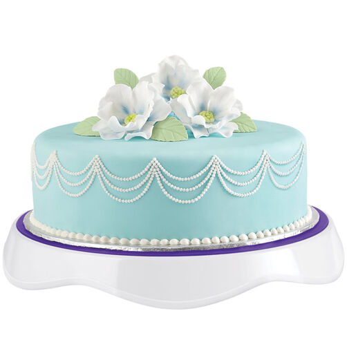 Wilton Cake Decorating Tips Fondant : Breathtaking Floral-Crowned Fondant Cake Wilton