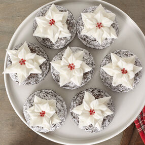 Poinsettia-Decked Mini Cakes