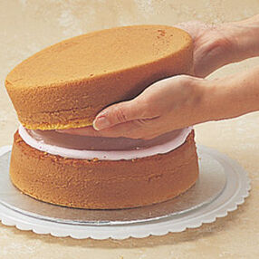 Wilton Filling Cake Layers