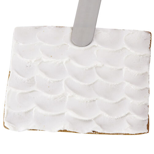 Scalloped Icing on a Gingerbread Roof