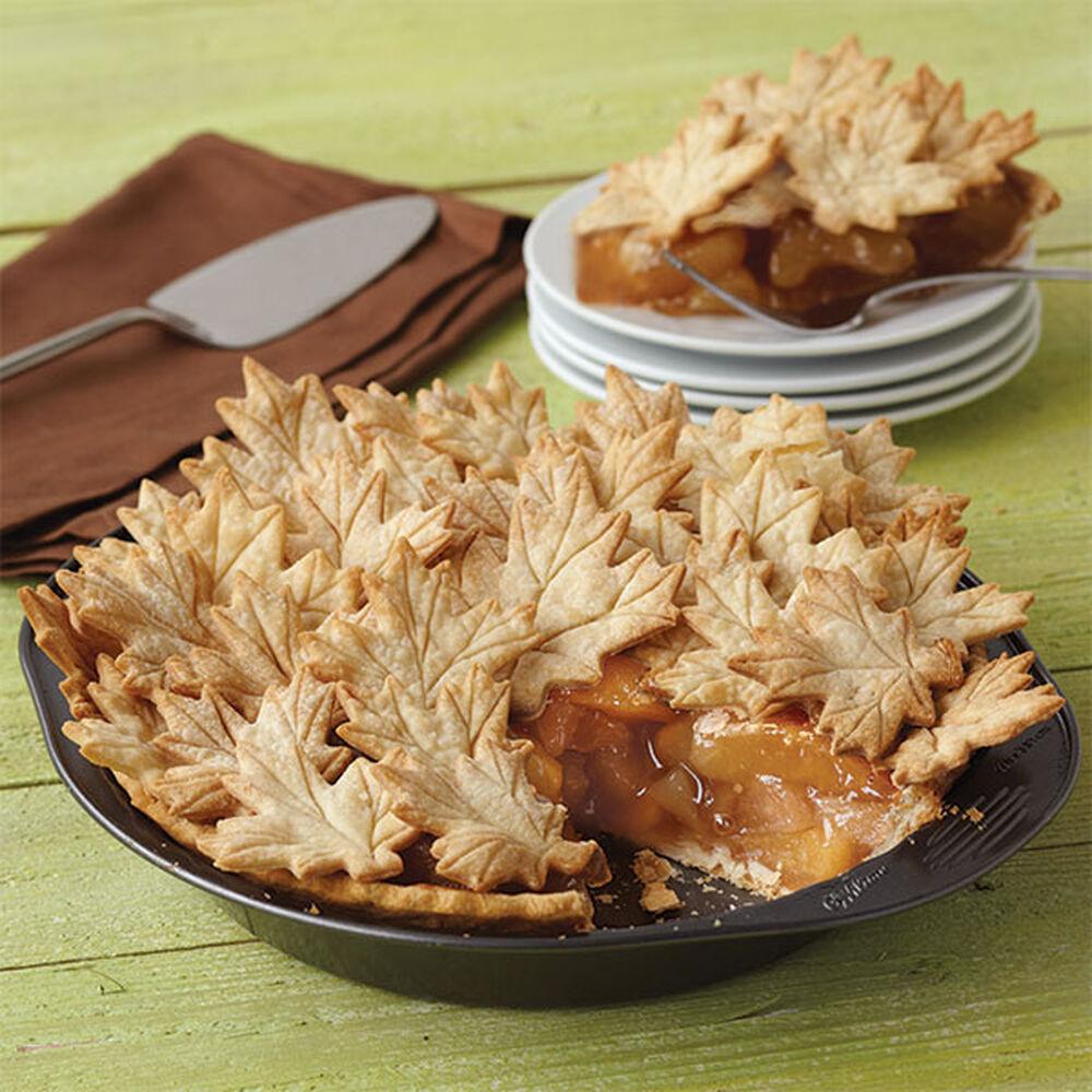 Autumn leaves apple pie wilton for Apple pie decoration