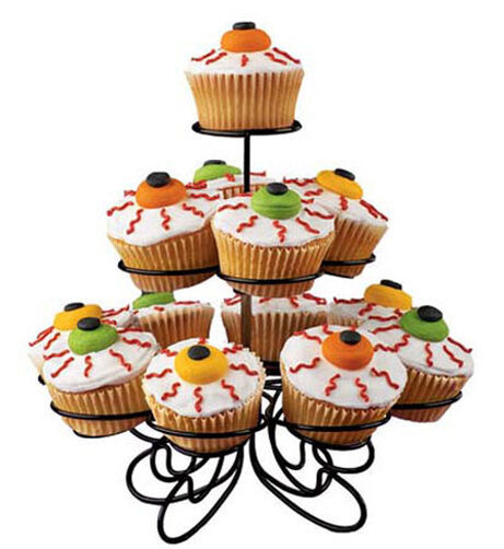 Scary Eyeball Cupcakes