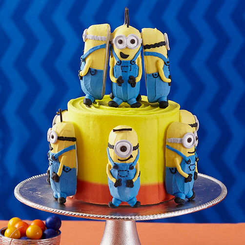 Minions Meet at the Party Cake!