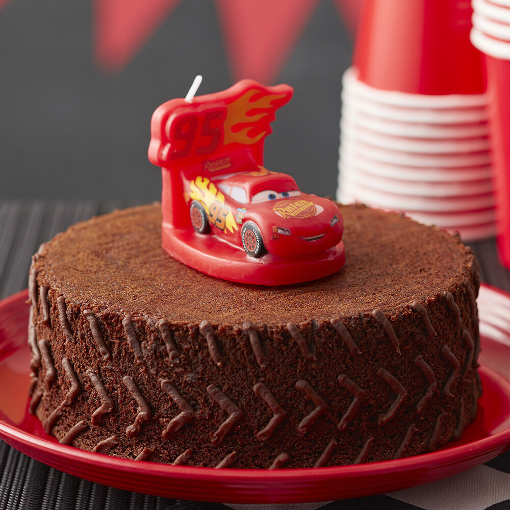 cake decorating ideas wilton cars 3 brownie tire cake featuring a lightning mcqueen candle