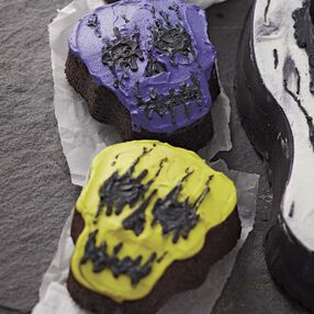 Creepy Mini Skull Cakes