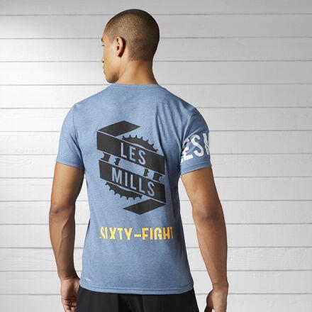 Твоя новая любимая футболка уже здесь. Она идеально подойдет для тренировки благодаря технологии отвода влаги, а яркий принт заявит о твоей приверженности спорту.