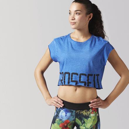 Эта футболка в классическом стиле CrossFit станет достойным дополнением твоего спортивного гардероба. Стильный укороченный силуэт гарантирует отличную вентиляцию. Необработанные края сделают твой образ еще более эффектным, а хлопок подарит мягкость и комфорт.