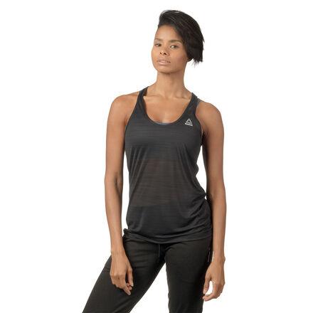 Эта стильная базовая модель сохраняет ощущение свежести и комфорта во время тренировки. Майка не сковывает движений и позволяет сосредоточиться на результате. Мягкая ткань приятно прилегает к телу, а свободный обеспечивает циркуляцию воздуха.