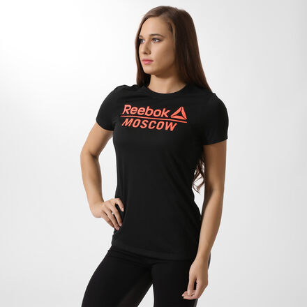 У тебя достаточно сил, чтобы из раза в раз проверять себя на прочность. Эта функциональная футболка создана специально для таких, как ты. Мягкая ткань с технологией Speedwick гарантирует сухость и комфорт. Лицевая сторона украшена надписью Moscow и логотипом Reebok.
