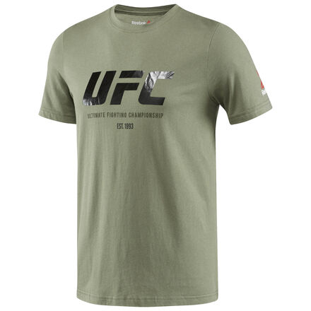 Поддержи своего любимого бойца в официальной экипировке UFC от Reebok. И носи ее день за днем, бой за боем.