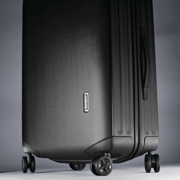 "Samsonite Inova 20"" Spinner in the color Black."