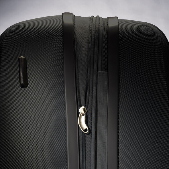 "Samsonite Hyperflex 26"" Spinner in the color Black."