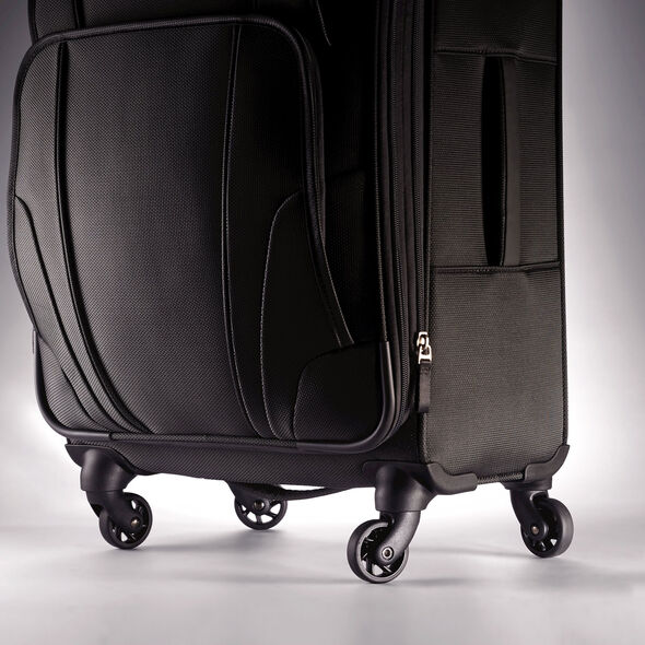 "Samsonite Hypertech Lite 20"" Spinner in the color Black."