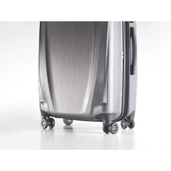 Samsonite Pursuit DLX Spinner Medium in the color Silver.