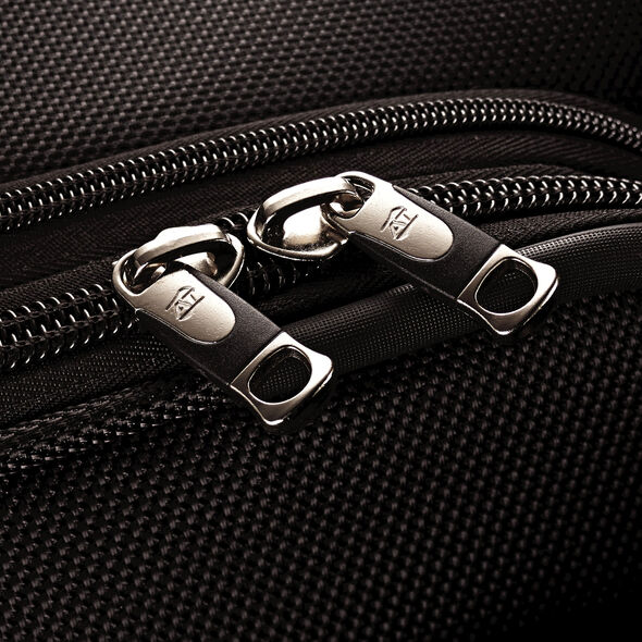 """American Tourister Triumph DLX 25"""" Spinner in the color Black."""