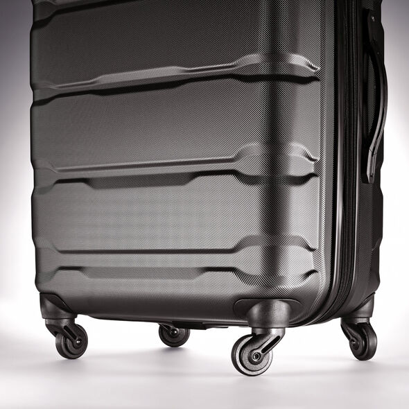 "Samsonite Omni PC 28"" Spinner in the color Black."