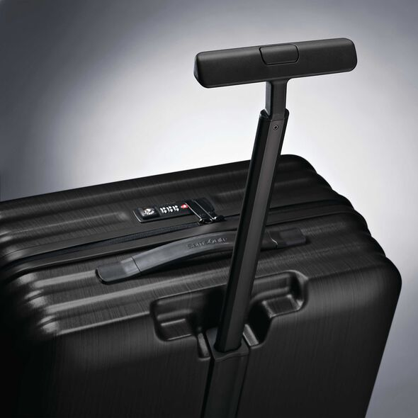 "Samsonite Inova 28"" Spinner in the color Black."