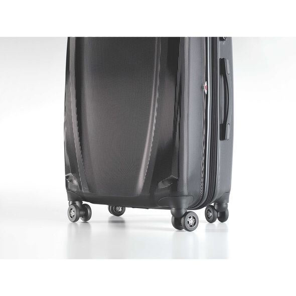 Samsonite Pursuit DLX Spinner Carry-On Widebody in the color Black.