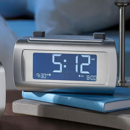 TimeSmart Self-Setting Alarm Clock