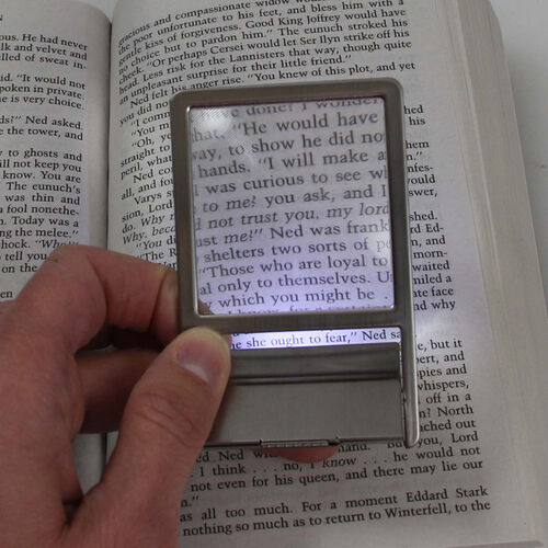 Lighted 2.5X Wallet Magnifier