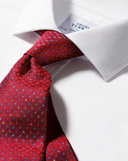 Red silk English luxury check tie