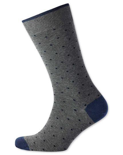 Socken in Grau und Marineblau mit Punkten